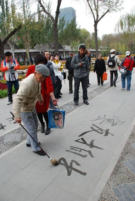 10.17音乐盛宴主持人浩然在北宁公园组织音乐盛宴听友会